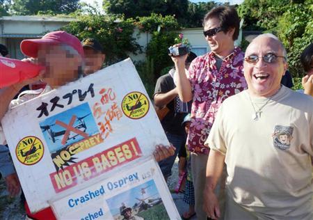 【これは酷い】沖縄サヨク、米兵家族を囲み「ファック・ユー!」「ヤンキー・ゴー・ホーム!」死体写真を見せつける暴挙も / 正義の見方