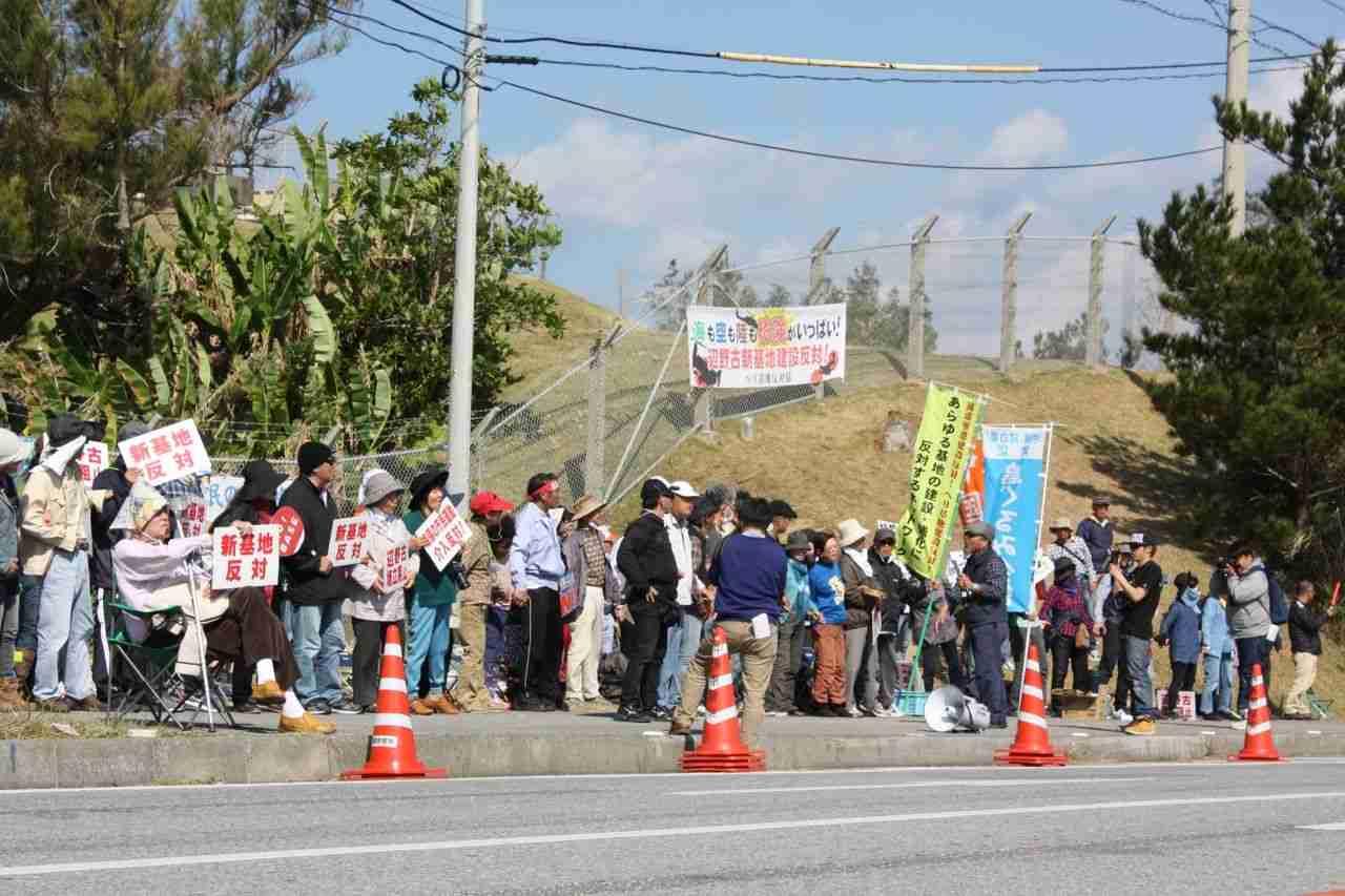 【朝日新聞】社説:基地の境界線を1・2歩超えただけで逮捕は理不尽、日本政府のせいでこんな事になった【辺野古】 / 正義の見方