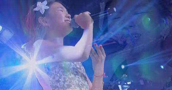 日本の曲を歌う、10歳のブラジルの少女。奇跡の歌声に魂から癒される…  –  grape -「心」に響く動画メディア