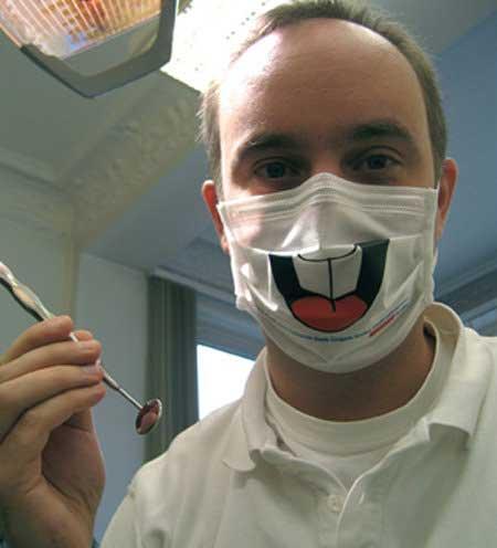 歯医者で目を閉じますか?