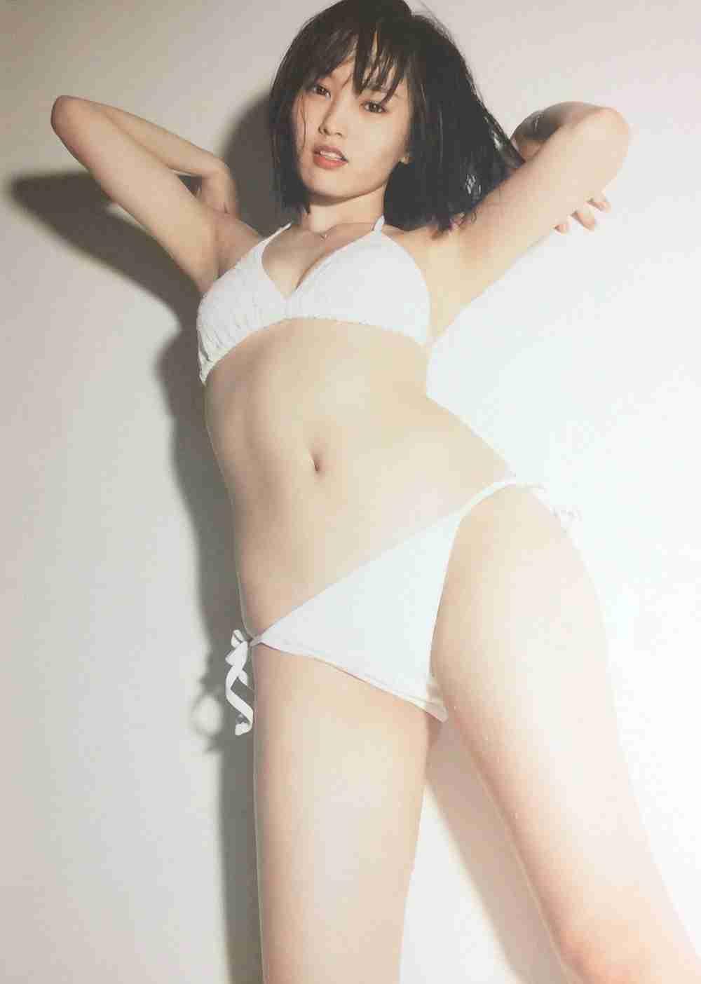 AKB48小嶋陽菜、写真集表紙で大胆カット! 網タイツ&Tバックのセクシーヒップ披露