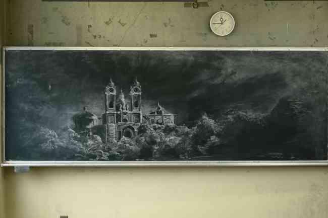 「アナ雪」の黒板アートで話題の女子高生が、宮部みゆき最新作『過ぎ去りし王国の城』のカバーイラスト担当!