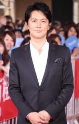 福山雅治:男性初「TSUBAKI」CMモデルに 3人の美女の髪を優しく…- 毎日キレイ