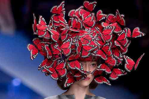 【画像】凡人には理解し難いファッションショーの世界