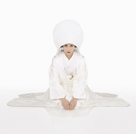 柴咲コウ、女優歴17年目で連ドラ初主演!家事完璧もミステリアスな主婦「○○妻」