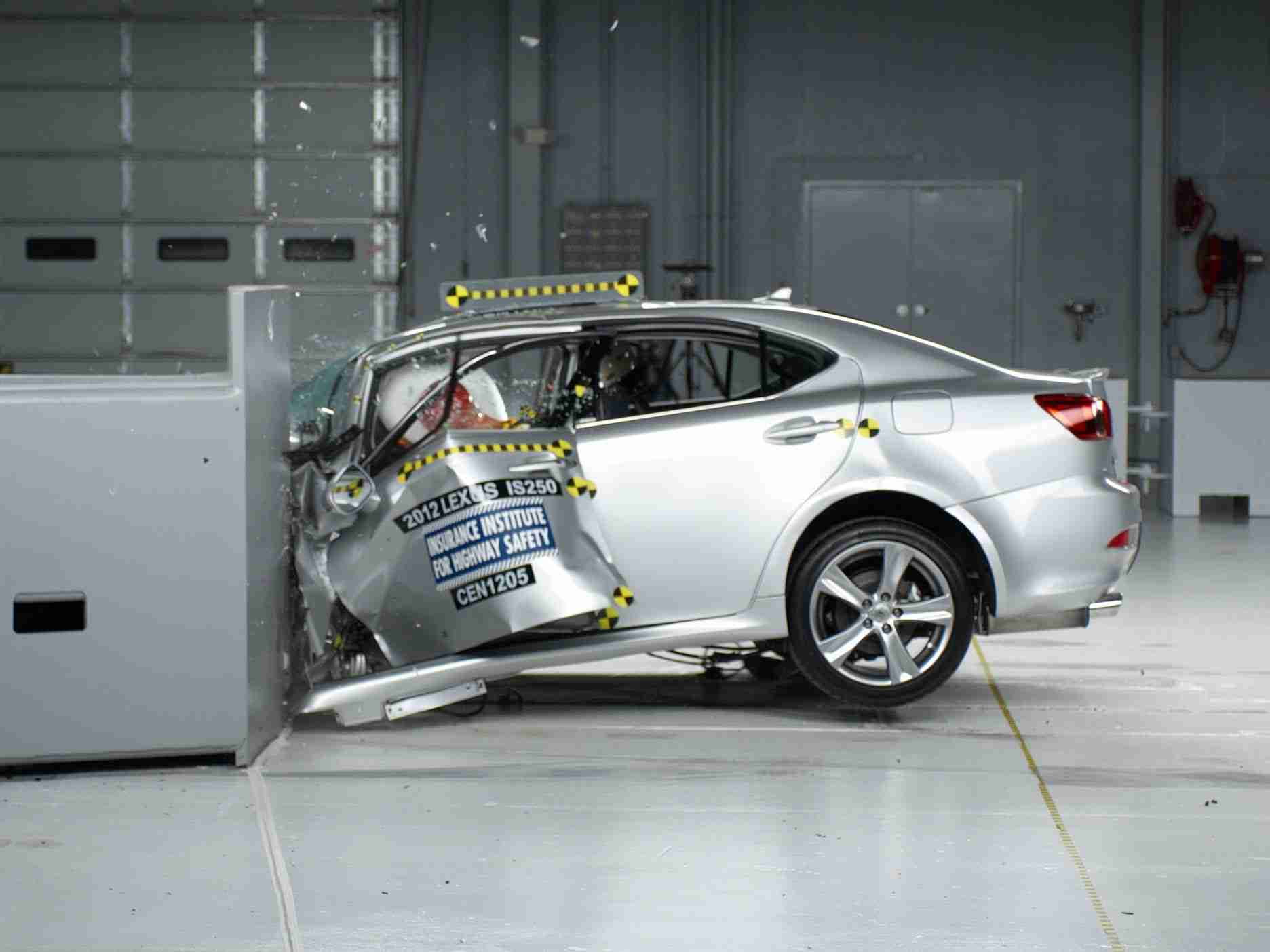 2012 Lexus IS 250/350 small overlap IIHS crash test - YouTube