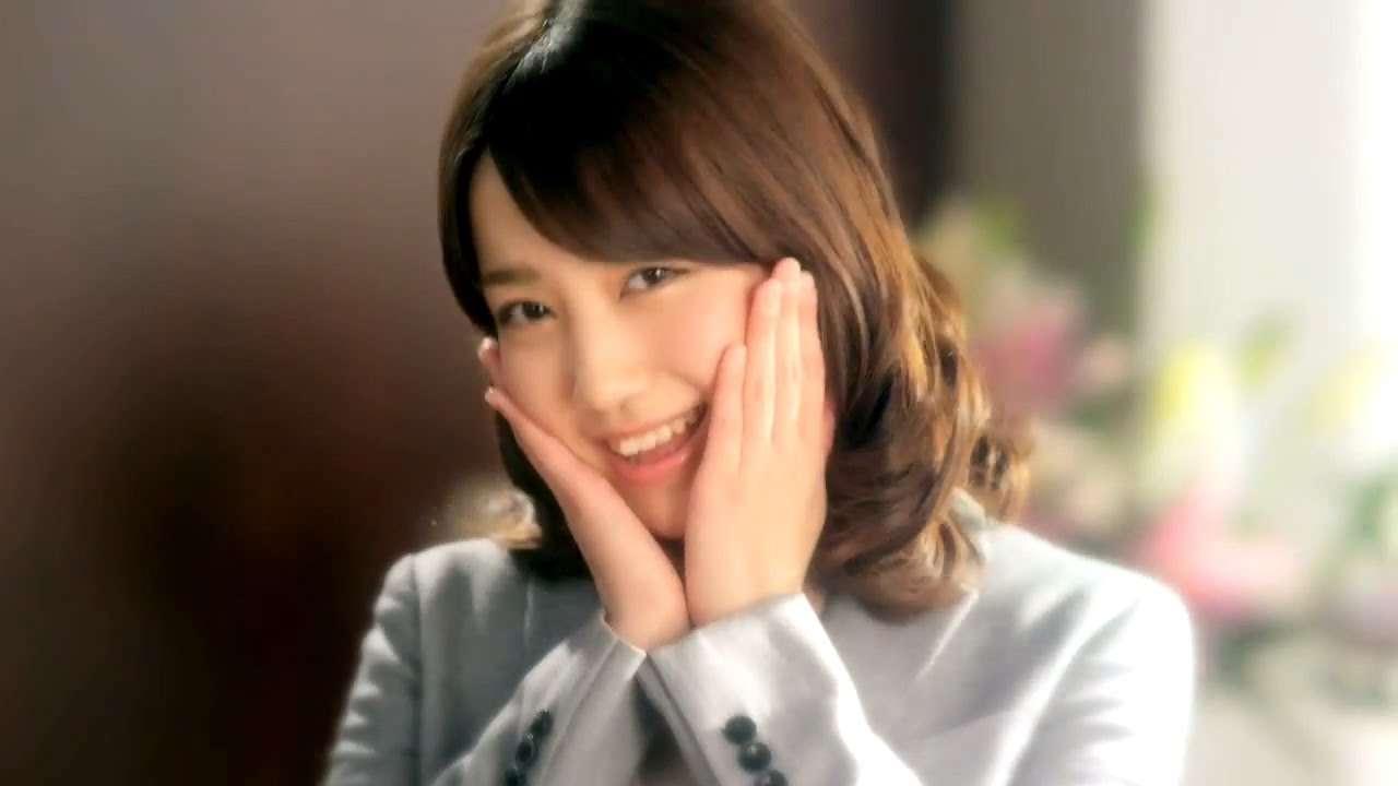 AKB48 加藤玲奈 OLに挑戦 ピザハットCM 2015 「うっかりミス」篇 CM+インタビュー シェフズ・イタリーシリーズ - YouTube