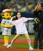 【阪神】松田聖子がワンバウンド始球式 - プロ野球ニュース : nikkansports.com