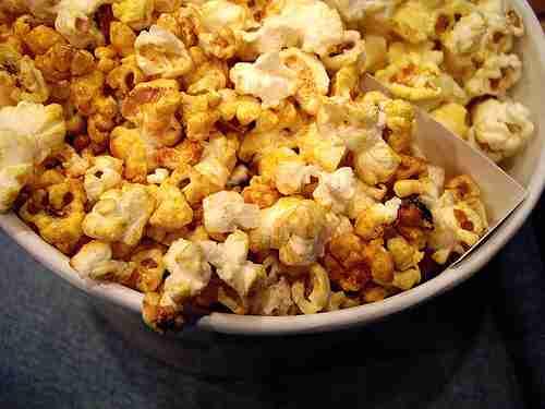 別に好きじゃないのに映画館でポップコーンをついつい食べてしまう理由 | ロケットニュース24