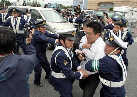 弁護士「生徒諸君、体罰教師は現行犯逮捕しなさい」