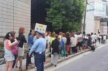 """いまだにパンケーキ店に長蛇の行列をなす人々の""""頭の中""""…日本は異常なのか"""