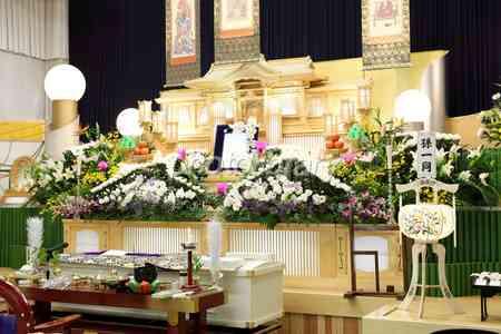 自分が死んだら盛大なお葬式がいい?それとも家族葬?