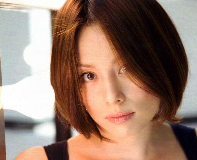 米倉涼子、結婚後初公の場 黒のワンピースで登場