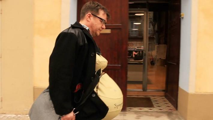出社も寝る時も…パパ3人が妊婦スーツをつけてひと月暮らしてみた