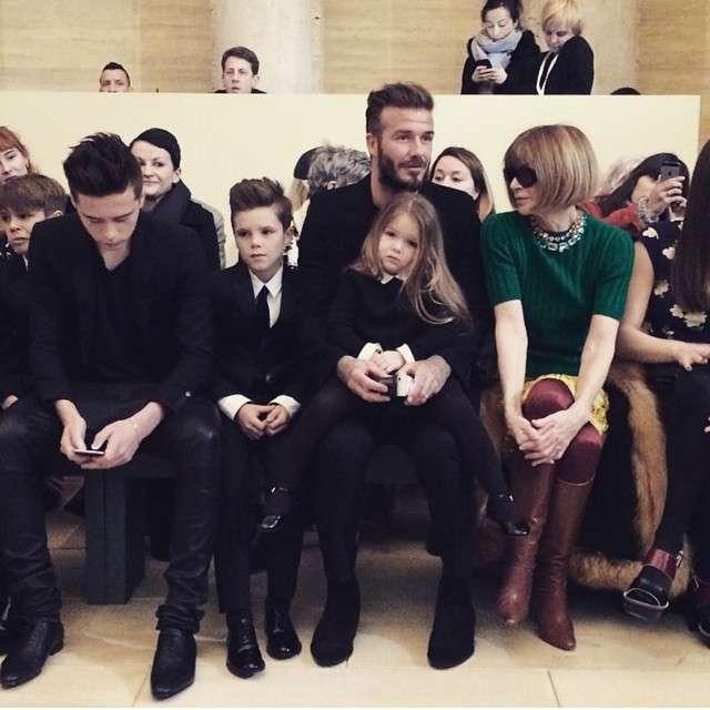 ベッカム家の子供達、母ヴィクトリアのファッションショーへ。末っ子ハーパーちゃんが美少女になっていた!