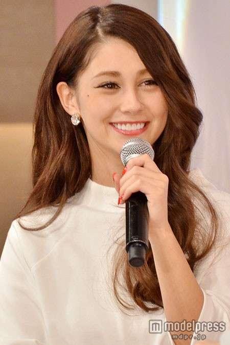 ダレノガレ明美、髪20cmばっさりイメチェン 小顔際立つキュートヘアに