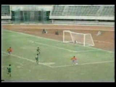 【ハプニング】 韓国ユースvs高校選抜サッカーの実況にて - YouTube