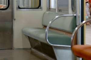 電車の優先席、あいていたら…約6割が「座らない」→「周囲から冷たい視線」「譲るのが面倒」