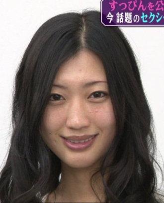 タトゥー大失敗。ピエロのような4本眉毛にさせられた22歳女性。(英)