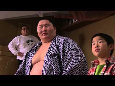 逸ノ城関 初CM「ベビースター ドデカイラーメン」の撮影映像 : モンゴル情報クローズアップ!