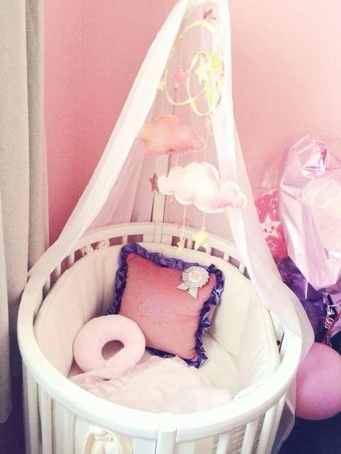 第一子妊娠の絢香、一流ブランド製10万円のベビーベッドを購入