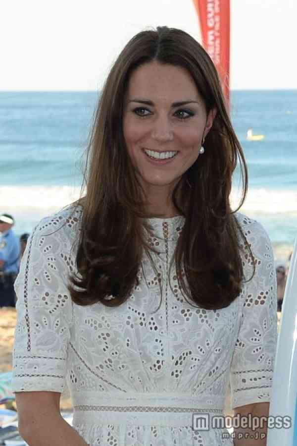 英キャサリン妃、ウィリアム王子にカツラジョーク「それ(アルパカウール)を頭に載せるべき」
