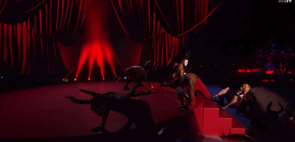 マドンナの転落ハプニング。デザインを手がけたアルマーニは「全て本人の責任」