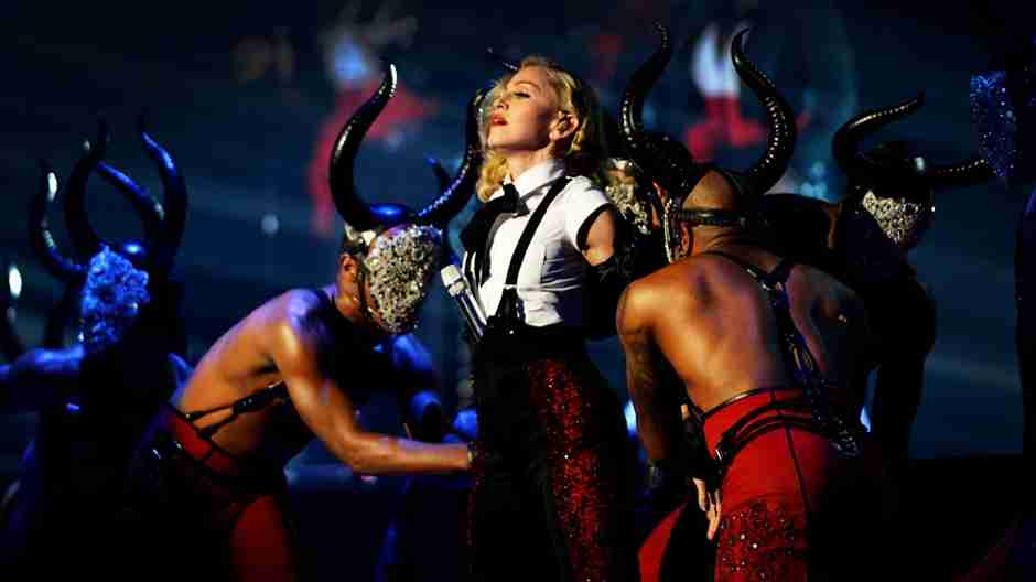 Live Performances - BRIT Awards 2015