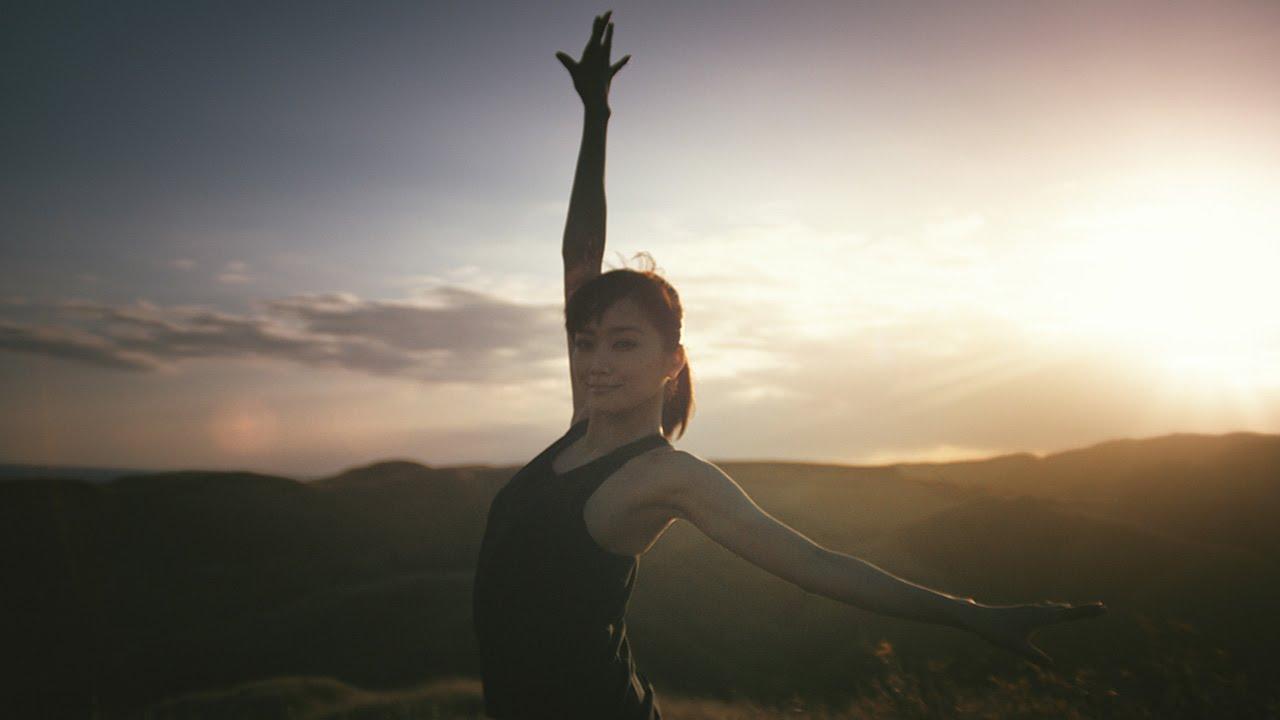 佐藤江梨子、妊娠発表後初CMでバレエ披露 カゴメ「野菜生活100」新CM&メーキング映像 - YouTube