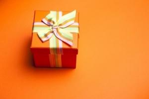 家、下着…背筋がゾッ!男性からもらったコワいプレゼント5選 - DMMニュース