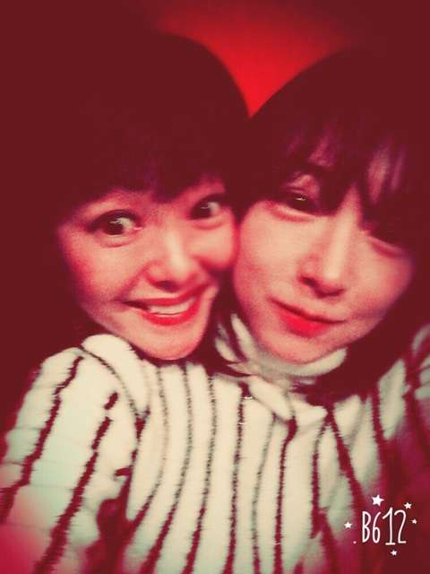 加護亜依が娘と笑顔でピース、親交厚いNAOMIブログで久々に元気な姿