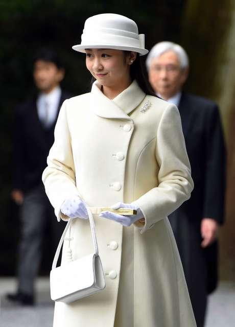 佳子さま伊勢神宮参拝 白のロングドレス姿、お一人で:朝日新聞デジタル