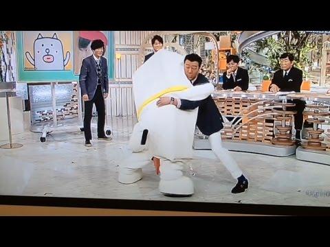 田辺誠一作もっちー が加藤と相撲するも ファスナーが見える 放送事故に スッキリ3/30 - YouTube