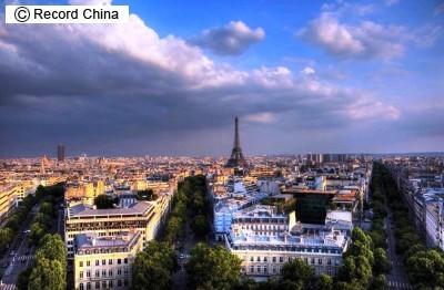 日本人観光客の「パリ症候群」が急増、あまりの落差で不快、不眠、ひきつけ、被害妄想になる例も