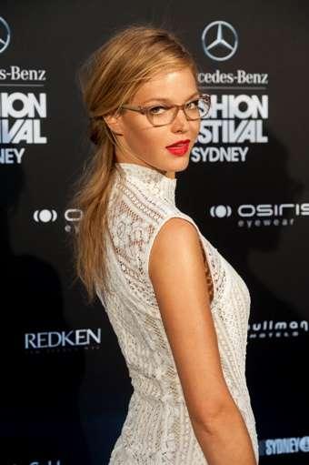 眼鏡とドレス、ありですか?