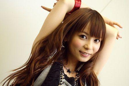 【閲覧注意】中川翔子がセミの抜け殻をライブのお客さんに投げつける