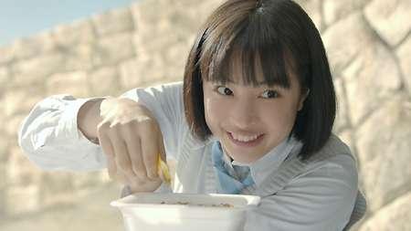 広瀬すず カップ麺、一平ちゃんCMで博多弁初挑戦「全部でたとー!?」