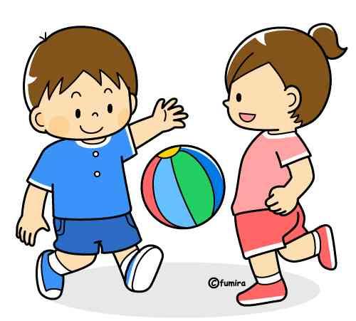 家の前でボール遊びする子ども