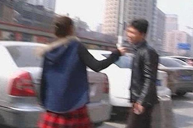 彼女に「豊胸手術」をプレゼント→「私の胸が嫌いなら、とっとと消えな!」彼氏、殴られ蹴られ撃沈