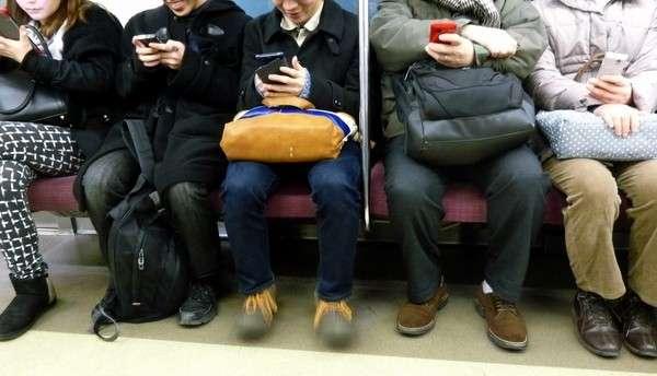 思わず3度見(笑)電車の中で聞いた衝撃の「電話やりとり」がとんでもない-Cadot(カド) |