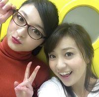 """""""銭の戦争""""大島優子の隣にいるあのメガネの人はゲゲゲの女房の妹?~朝倉えりか~ - NAVER まとめ"""