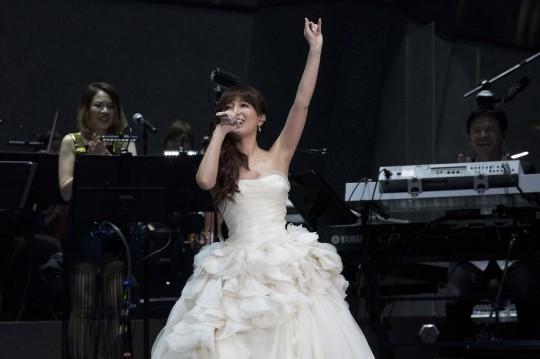 浜崎あゆみ、ウエディングドレス姿を披露「すごく喜びを感じている」