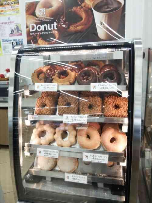ローソンもドーナツを販売へ!8月までに8000店舗でセブンイレブンに挑む
