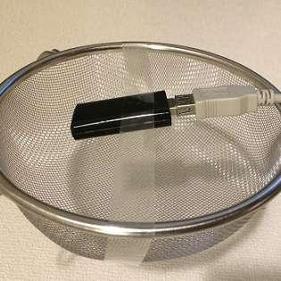 【やってみた】料理用の水切りザルで、WiFi電波強度を上げる!? 誰も知らない「ザル」の使い方   TOCANAスマホ