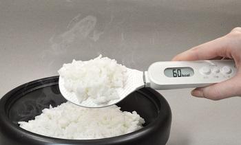 ごはんのカロリーがはかれる「デジタルしゃもじスケール」で健康管理が捗りそう