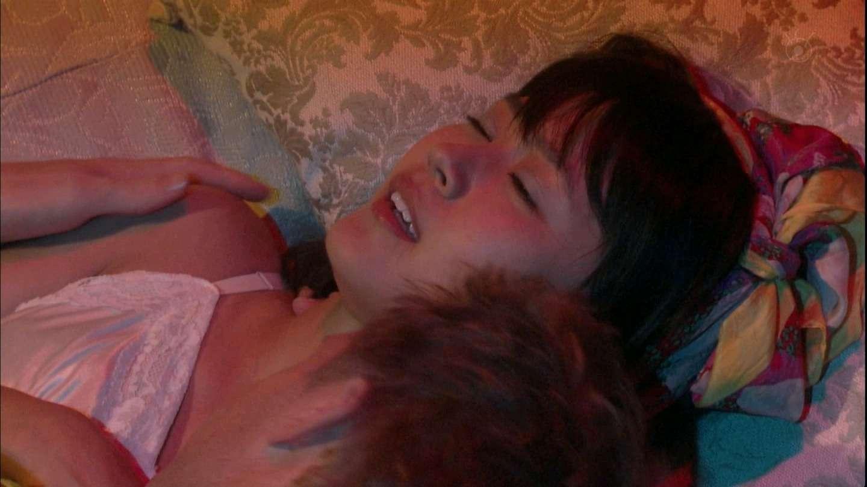 【アダルト注意】裸の有村架純「ベッド写真」に騒然、男性と寄り添い
