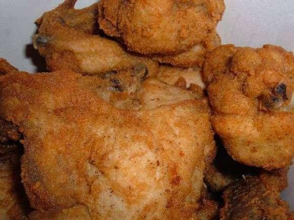 カーネルサンダース激おこ。中国企業が「KFCは遺伝子操作した8本足の鶏を使用している」と噂を流し、KFCがこれを告訴(閲覧注意) : カラパイア