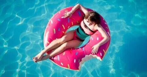 水泳金メダリストも推奨? 「プールでおしっこ」率を調査…20代女性の49%が経験!