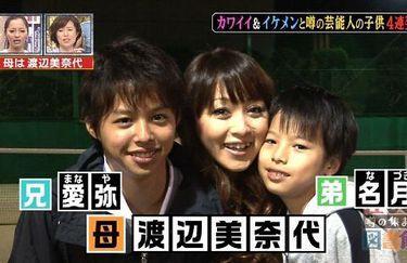渡辺美奈代、イケメン息子の写真を公開。素直に母とツーショットする姿に「恋人同士みたい」羨望の声。