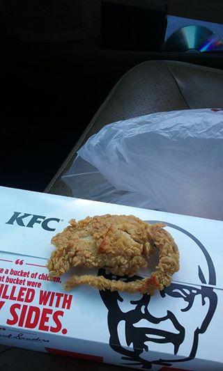 【閲覧注意?】怖すぎKFC!鶏肉ではなく別の肉を揚げちゃった?と海外で話題に